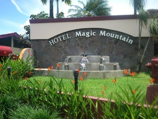 Hotel Magic Mountain: Entrada