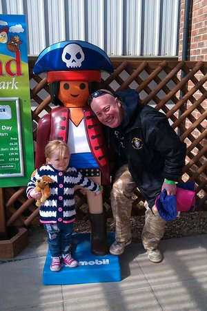Rand Farm Park: Sophie and I seem to have found a leggo friend :)