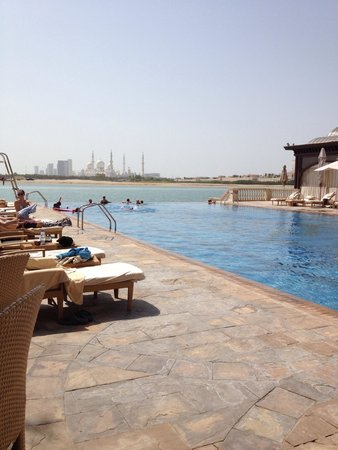 Shangri-La Hotel, Qaryat Al Beri, Abu Dhabi : from the pool bar and restaurant