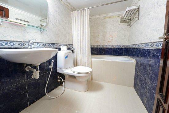 Little Hanoi Diamond Hotel: Barthroom