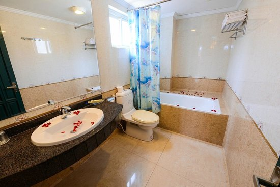 Little Hanoi Diamond Hotel: Barthroom