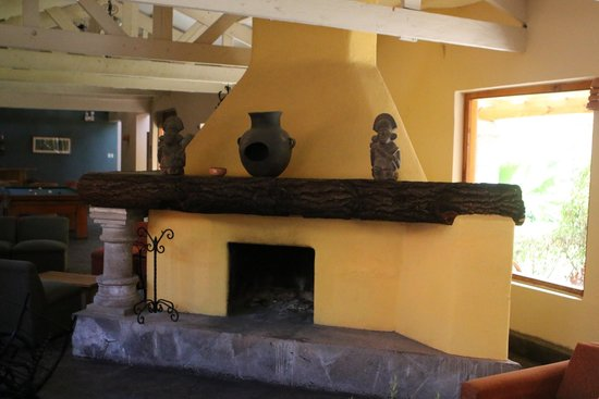 San Agustin Urubamba Hotel: lobby fireplace
