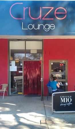 Cruze Lounge