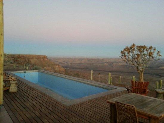 Fish River Lodge : Piscine vide (hiver oblige!) mais vue somptueuse