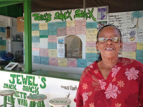 Jewel's Snack Shop: The amazing Jewel! Meeting her is worth the visit!
