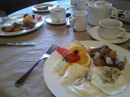 Rocky Mountain Springs Lodge and Restaurant: Breakfast