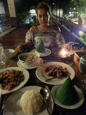 The Elements Krabi Resort: มื้อค่ำพิเศษที่แถมมากับแพคเก็จ