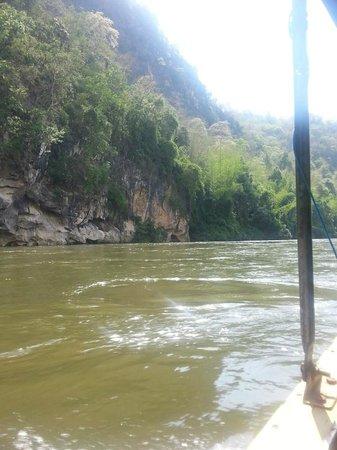 River Kwai Resotel : วิวแม่น้ำรอบๆ
