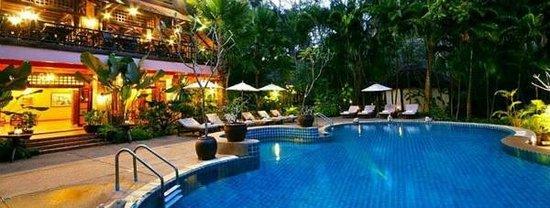 River Kwai Resotel : บริเวณห้องอาหารและสระว่ายน้ำ
