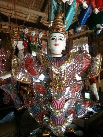 River Kwai Resotel : ศิลปะมอญที่ัโชว์ในรีสอร์ท