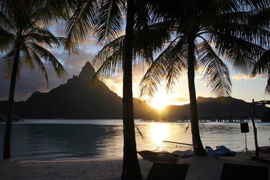 InterContinental Bora Bora Resort & Thalasso Spa: Sunset from Beach