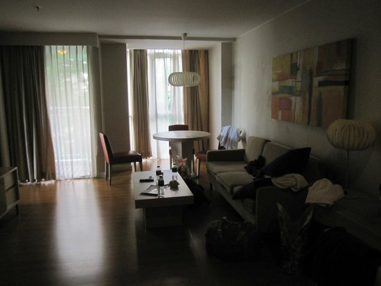 Urbana Langsuan: Living room area