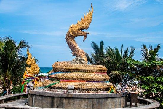 Woraburi Phuket Resort & Spa : Beach