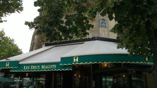 Quartier Saint-Germain-des-Prés : Exterior view of the Cafe