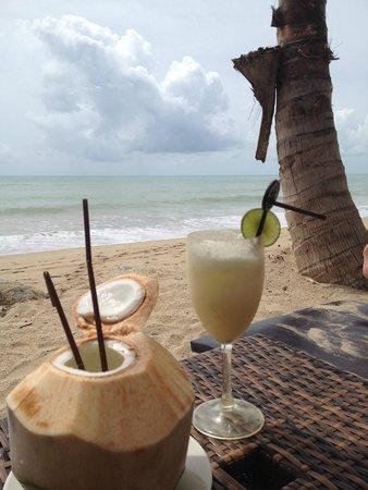 Beyond Resort Khaolak: Happy Hour on the beach !