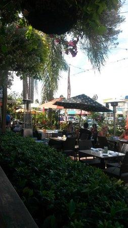 Barbarella Restaurant & Bar: Área externa.