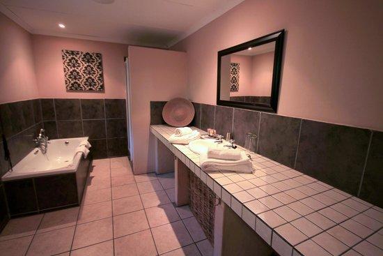Lidiko Lodge: Bathroom