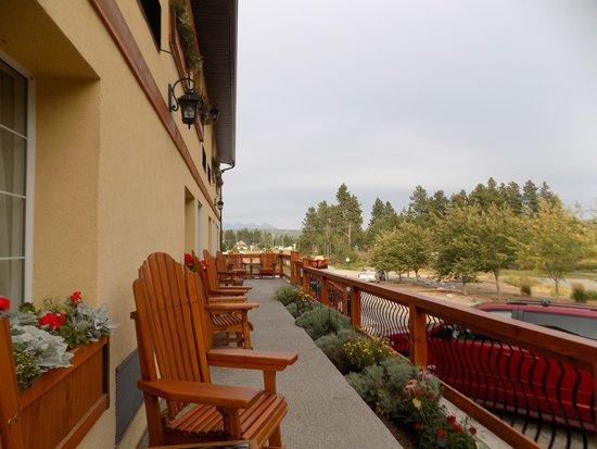 Elizabeth Lake Lodge: Deck