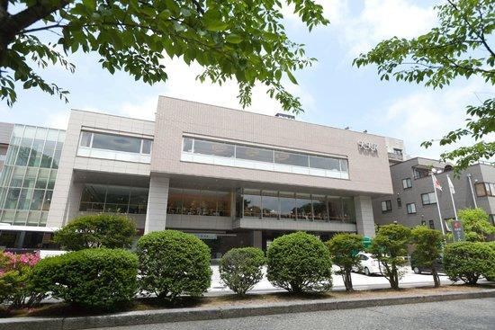 KKR Hotel Kanazawa: 緑に囲またホテル