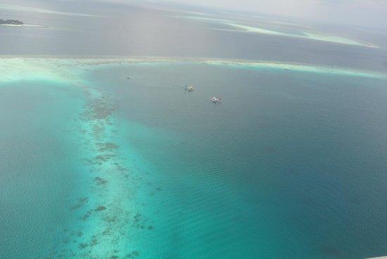 Vilamendhoo Island Resort & Spa: มุมสูงที่จอด Seaplane