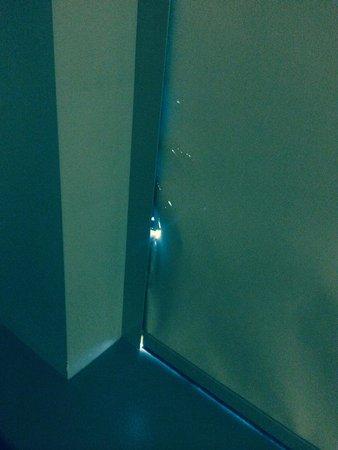 Amora Hotel Jamison Sydney: More torn curtains