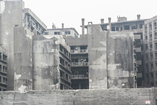 Hashima Island : Apartment buildings taken from the tour boat