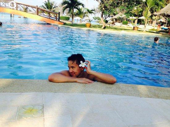 Phi Phi Island Village Beach Resort: Бассейн с видом на море;))