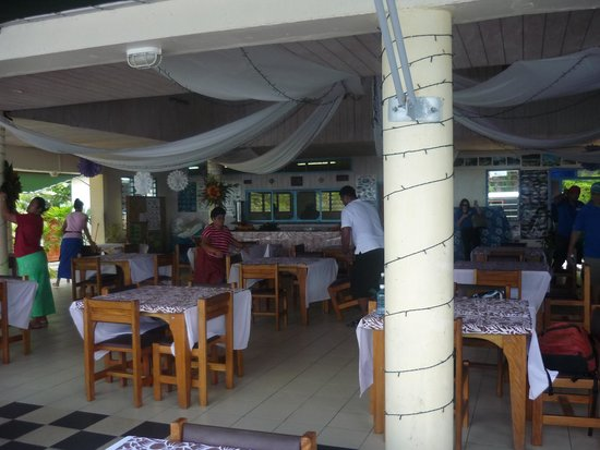 Litia Sini Beach Resort : Restaurant overlooking the ocean, Great place to swim.