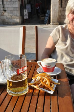 Cafe Bistro Orlando : A late afternoon beer, a coffee and some local delights