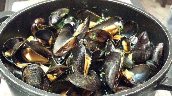 La Criee: Mussels in cream sauce