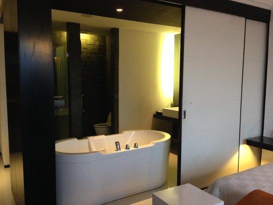 TS Suites Surabaya: bath