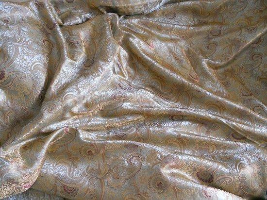 Shanghai Jiangnan Silk Museum: Brocade silk bed skirt