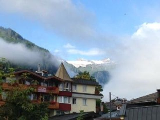 Antonius: View from front of hotel towards Kitzsteinhorn