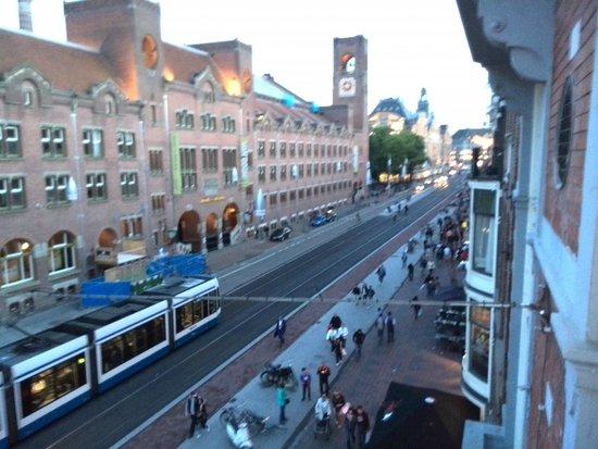 Delta Hotel Amsterdam City Centre: Aussicht Damrak runter