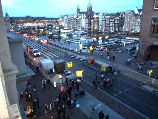 Delta Hotel Amsterdam City Centre: Blick Richtung Amsterdam Centraal