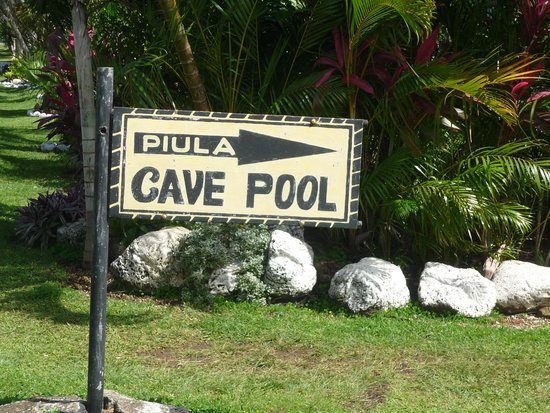 Piula Cave Pool: Sign at top of walkway down to cave