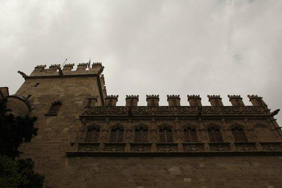 Lonja de la Seda: Стена