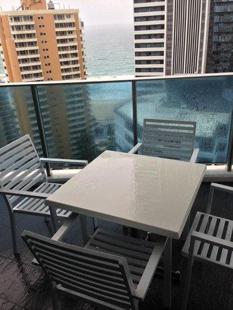 Hilton Surfers Paradise Hotel: ベランダ