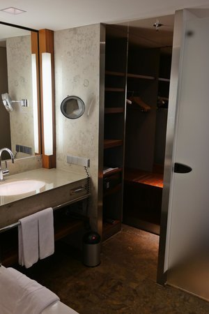 InterContinental Berlin: Bathroom - dressing