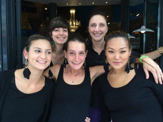 a72004d1fac79 Coccinelle Cafe  Les filles de chez Coccinelle Café! Elles sont belles!