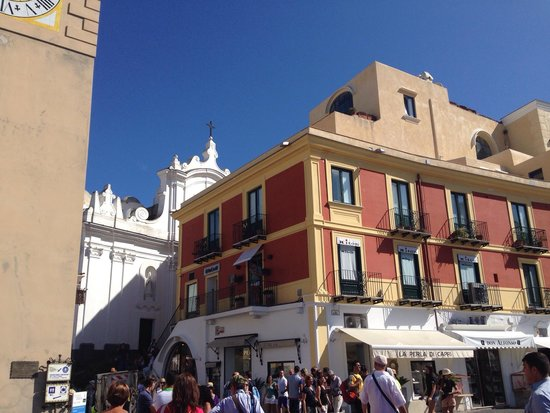 Piazza Umberto I: Arrivée du funiculaire