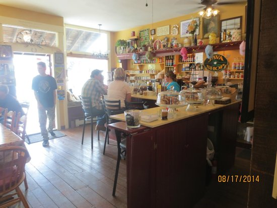 Mama D's Cafe Mercantile : counter seating