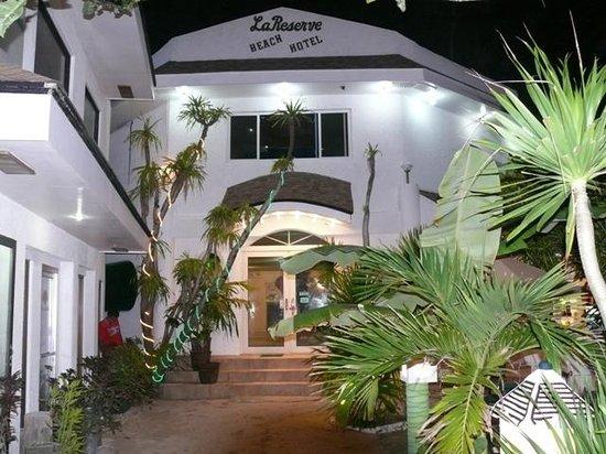 La Reserve Beach Hotel: La Reserve Front and Reception