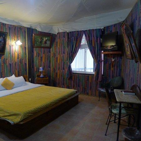 La Reserve Beach Hotel: bed room