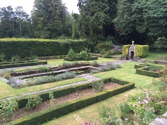 Lewtrenchard Manor : Beautiful grounds...