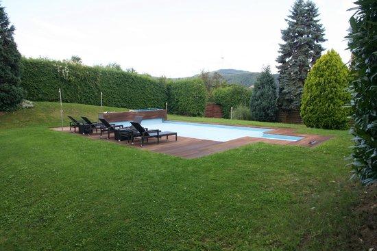 Hotel Restaurant Weinlaube : Swimming Pool