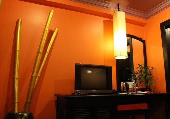 Golden Butterfly Villa: comfortable room