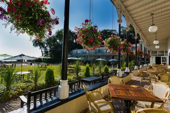 Langstone Cliff Hotel: View of the Victorian Verandah and Lawns