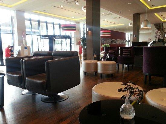 Leonardo Royal Hotel Munich: Hotel lobby