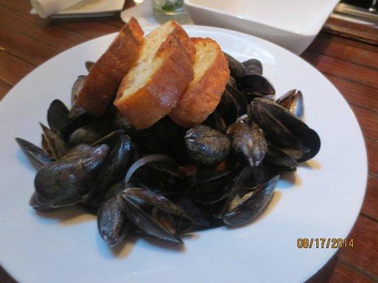 The Thistle Inn Restaurant: PEI mussels